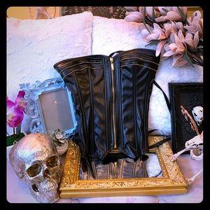 🌱 Vegan leather corset